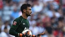 Manchester United target Hugo Lloris happy at Tottenham