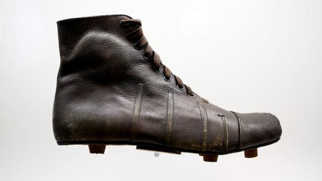 f5d6c3e288 A evolução  uma linha do tempo das chuteiras do futebol moderno