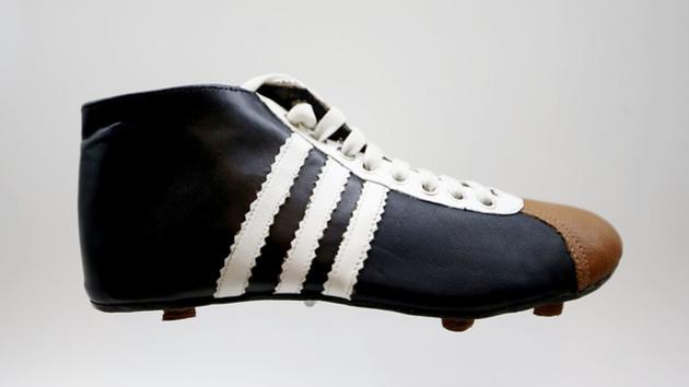 c8863a06a3a63 A evolução: uma linha do tempo das chuteiras do futebol moderno | 90min