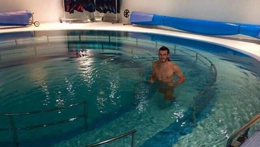 piscina público desnudo